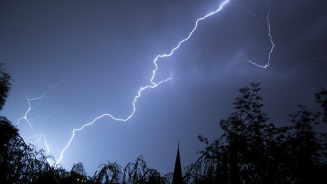 Blitz, Blitzschlag, Blitzeinschlag